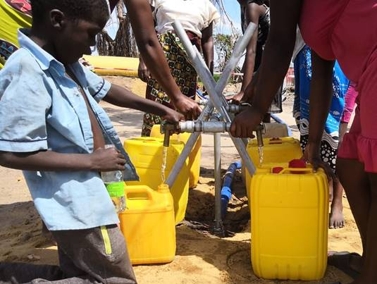 Update on Cyclone Idai: Child receiving clean water